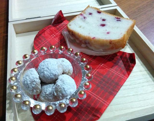 グルテンフリー米粉のスノーボールクッキ(卵・乳・小麦不使用)焼き比べと海へピクニック